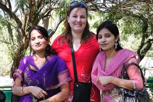 Моя жена и две индийские женщины