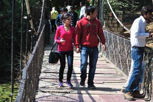 Индийцы на мосту