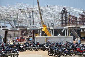 Парковка мотоциклов возле аэропорта