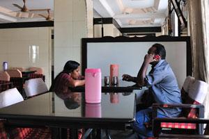 Индийская пара в ресторане Сангам