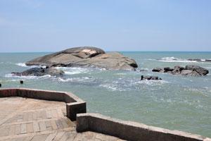 Гигантские камни в Индийском океане