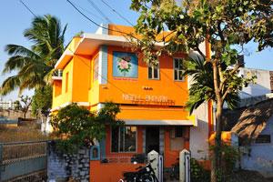 Ярко-оранжевый дом