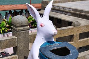 Мусорное ведро в виде зайца