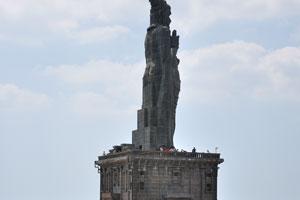 Вид на статую Тируваллувар из мемориала Вивекананда