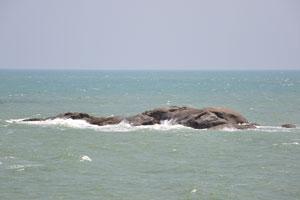 Скала в Индийском океане