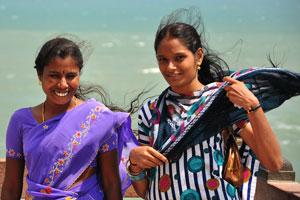 Две девушки и ветер