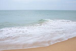 Вот мелкий пляжный песок