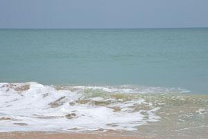 Белая пена морской волны