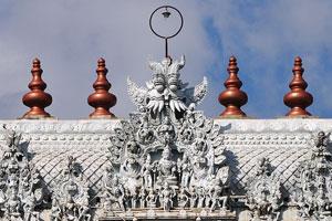 Храм является архитектурным чудом, известным за качественное исполнение ручной работы в камне