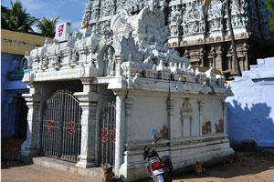 Представление трёх центральных богов индуизма в одном месте делает этот храм одним из уникальных храмов в Индии