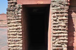 Узкая и тёмная комната Акбари Махал