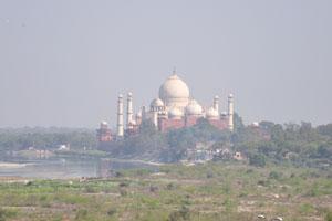 Вид из Акбари Махал на Тадж Махал