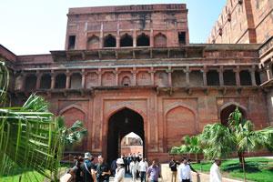 Задняя сторона вторых ворот Амар Сингх
