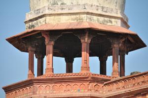Красная восьмиугольная чхатри дворца Джахангири
