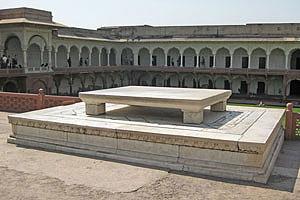 Мраморный трон Шах-Джахана