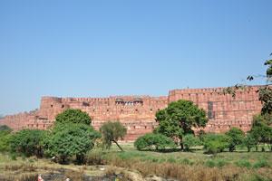 Высокая стена Красного форта. Краткая история форта Агры