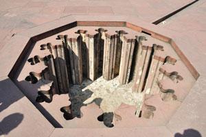 Джахангири Махал: отверстие в полу