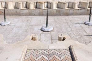 Глубокий резервуар с фонтаном