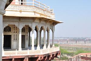 Вид из павильона Джахан Ара на Мусамман Бурдж