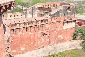 Красный форт ниже Мусамман Бурдж