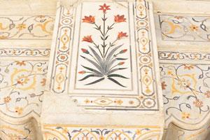 Мусамман Бурдж: элегантная Пьетра дура с цветными драгоценными камнями