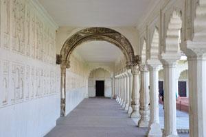 Маччи Бхаван: мраморный балкон
