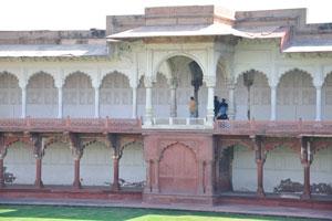 Макчи Бхаван, двухэтажное строение