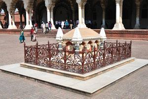 Гробница Джона Рассела Колвина