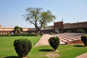 Вид из сада Диван-и-Ам на ворота Шах Джахани