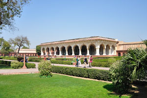 Сад Диван-и-Ам выглядит как рай