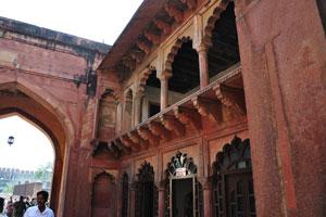 Внутренний вид ворот Шах Джахани