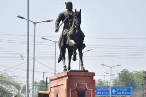 Статуя Шивы Джи Мархата
