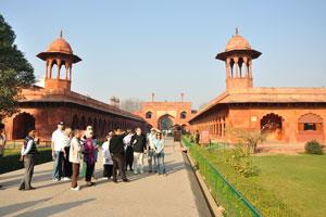Группа иностранных туристов